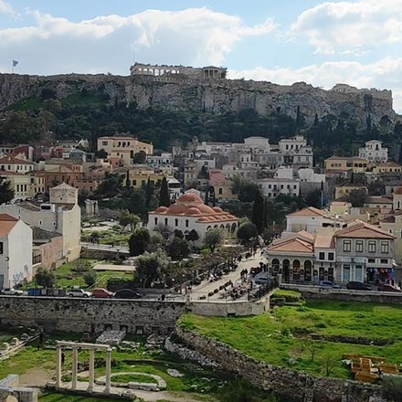 View of the Acropolis and the quarter of Plaka in Athens. Image by Velvet.