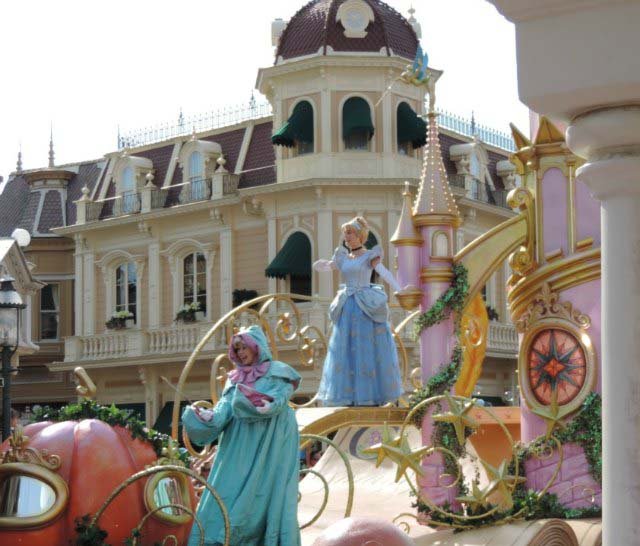 View of Cinderella in her chariot during the parade in Disneyland Paris