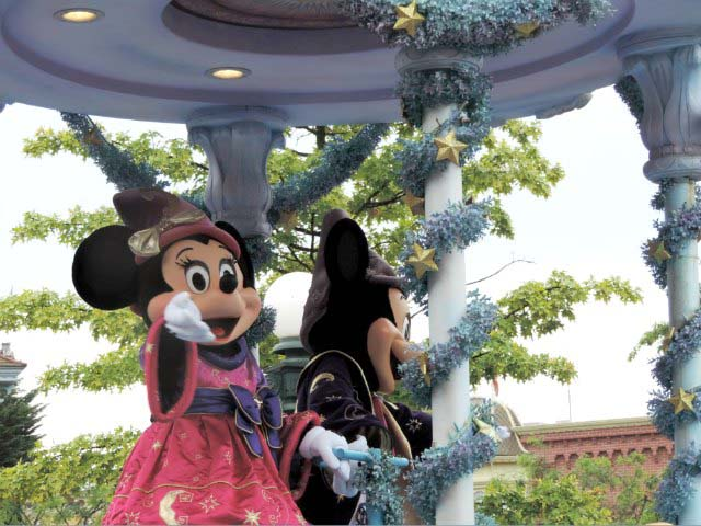 Minnie and Mickey Mouse waving at the crowds