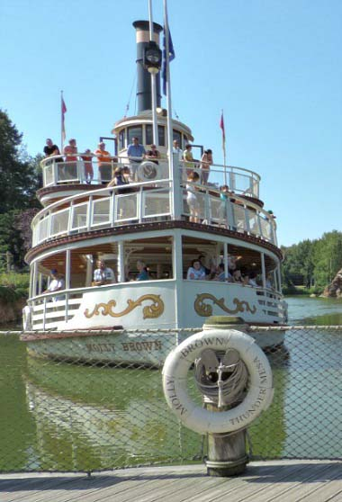 The vintage looking steamboat in Disneyland Paris.
