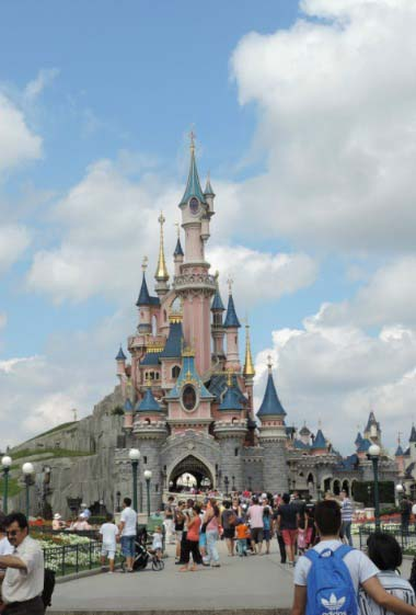 Disney castle during daytime