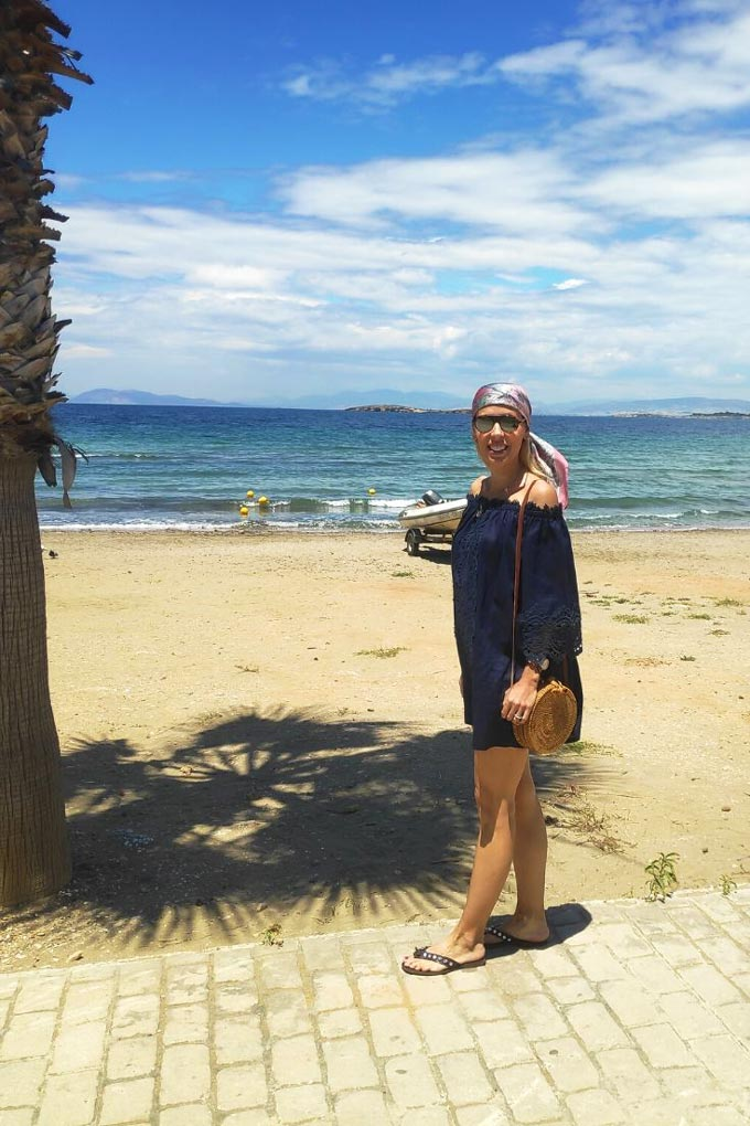 Elisabeth in a navy blue Bardot dress. A sandy beach in the background makes the perfect backdrop. This is what you can wear to a Greek island.