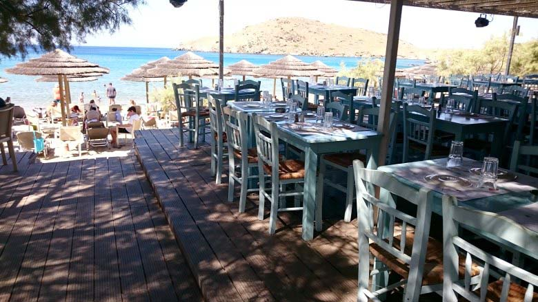 View of Delfini beach as you enter from the parking lot, through the taverna to make it to the beach with its sunbeds and sun umbrellas.