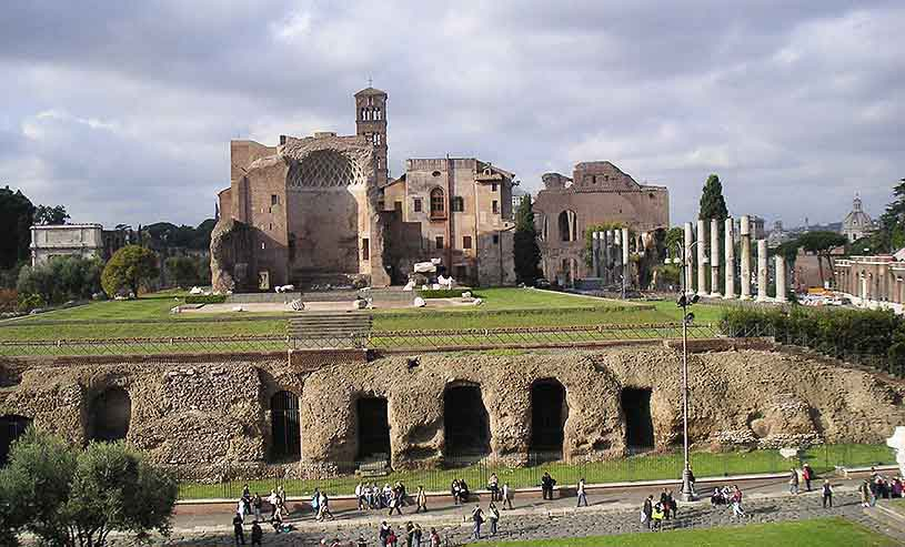 Ruins of the Roman Forum in Rome. Image by Velvet for Te Esse