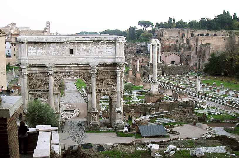 View of the Roman Forum (ruins) in Rome. Image by Velvet for Te Esse.