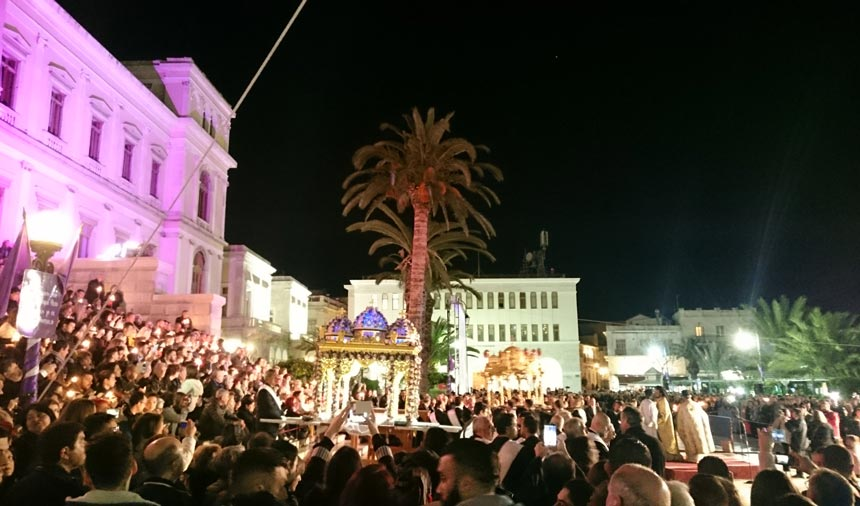 One of the three epitaphs in front of the city hall of Ermoupolis in Syros, surrounded by crowds of pilgrims.