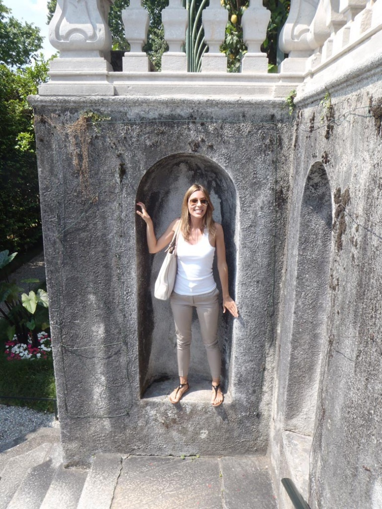 Elisabeth in an alcove by the Carlotta Villa.