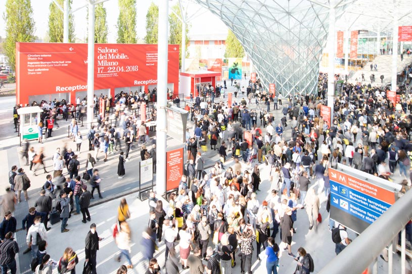 A view of the flooding visitors to the Furniture Fair exhibition going the entrance. Image by Diego Raviar.