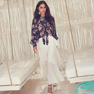 How pretty? A super looking white long skirt with ruffles is combined with a dark blue shirt with a floral print. Image by Girls on Film.