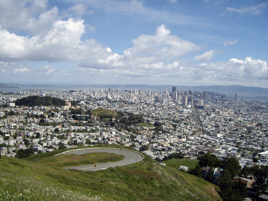 Bird's eye view of San Francisco from Twin Peaks.
