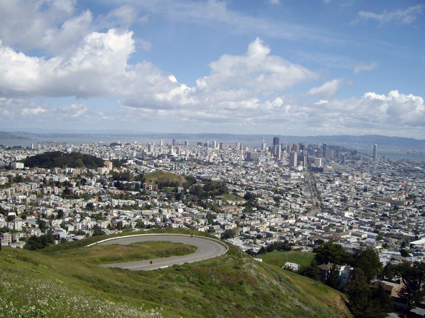 Bird's eye view of San Francisco from Twin Peaks.
