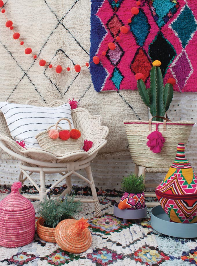 Typical bohemian decor such as wall tapestries, baskets, rugs, and pillows. Image by Bohemia Design.
