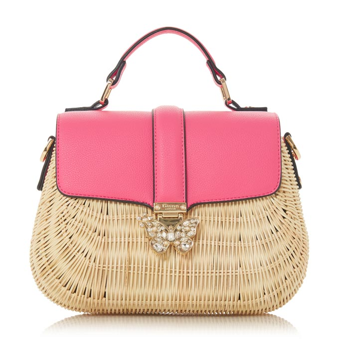 A straw bag with a pink handle and fastening foldup. Perfect for a city outing. Image by Dune.