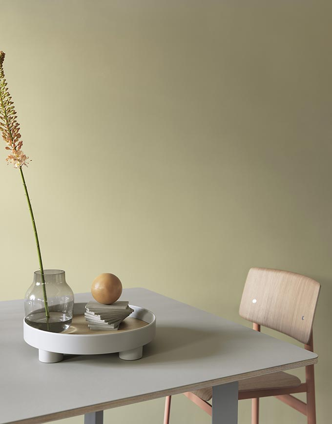 A Muuto platform tray lying o.n a table styled in with a minimalist way. Image by Nest.co.uk.
