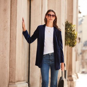 A lovely suit jacket can really dress up an outfit such as this one made of a white tee, denim pants and black leather handbag. Image by Sosandar.