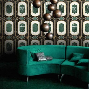 Another stunning Art Deco inspired wallcovering with green onyx looking details. The curvy green velvet sofa in front makes it all worthwhile. Image by MindTheGap.