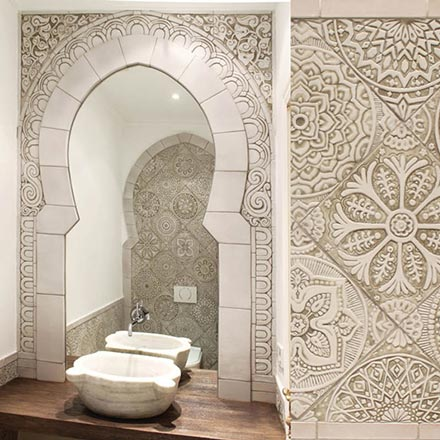 A beautiful vanity room made with handmade beige decorative Moroccan tiling. Image by G. Vega.