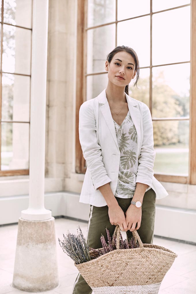 A linen blazer over linen khaki pants like these have such a beautiful organic vibe to them. Image by Pure Collection.