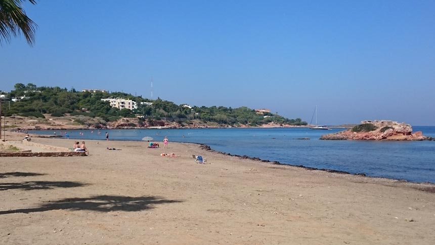 View of a sandy beach in Kavouri, Vouliagmeni. Image by Velvet.