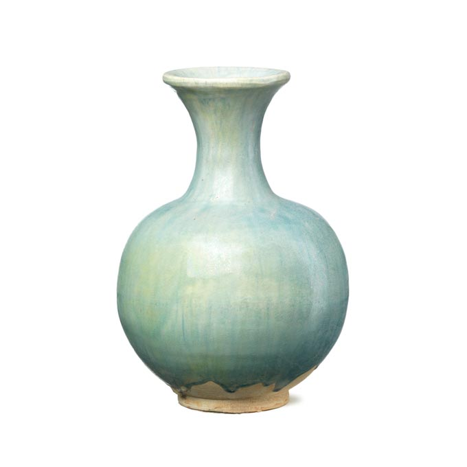 A pale green almost Celadon colored ceramic vase. Image by Shimu.