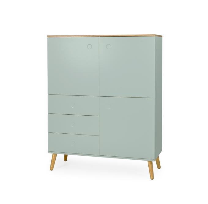 A Scandi inspired highboard with a pastel green facade. Looks like Tranquil Dawn color of the Year 2020. Image by designbotschaft GmbH.