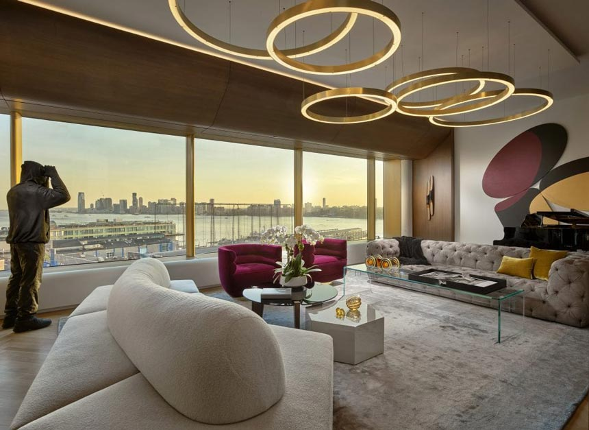 Partial view of a stunning luxurious living room of an Upper East Side residence at sunset hours. Image credit: ©BARRY GROSSMAN