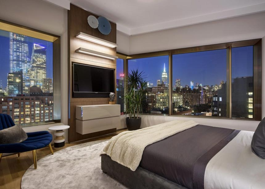 View of a stunning guest bedroom of a luxurious Upper East Side residence and an amazing city view after sunset. Image credit: ©BARRY GROSSMAN.