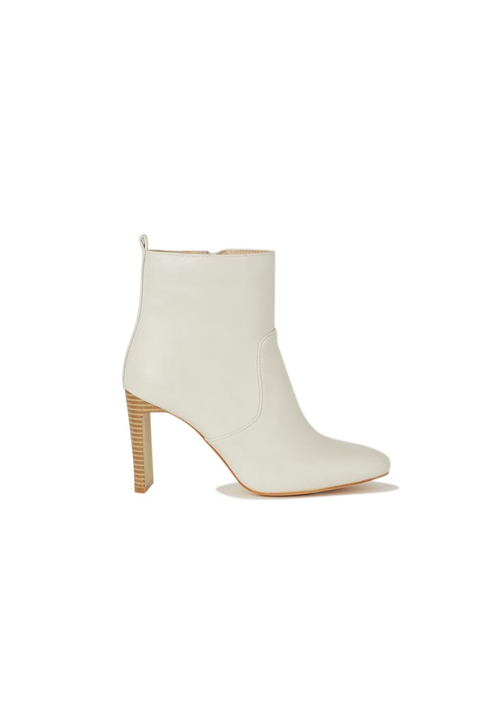 A white ankle boots. Image via Oasis stores.