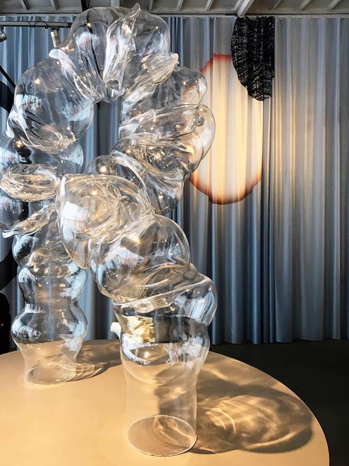 Distorting plastics to create sculptures. An installation by Dorian Renard during the 2019 Dutch Design Week.