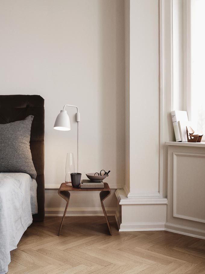 A Scandi chic bedroom featuring The Lightyears Caravaggio Read Wall Light. Image via Nest.co.uk.