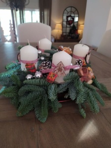 A DIY Advent wreath made by Elisabeth.