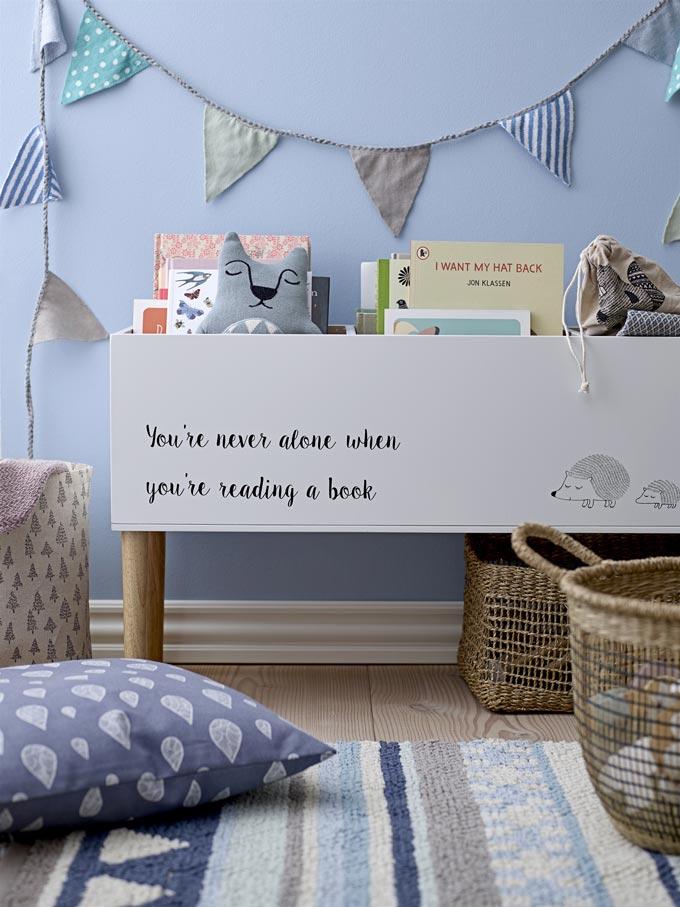 Tips for encouraging kids reading: A child's blue bedroom with a bookcase like a huge rectangular planter. Image: Einrichten-design.de
