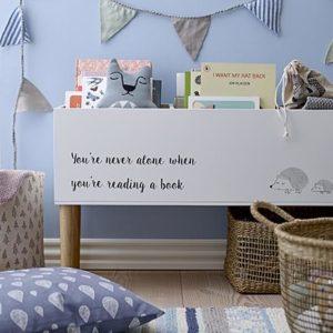 A child's blue bedroom with a bookcase like a huge rectangular planter. Image: Einrichten-design.de