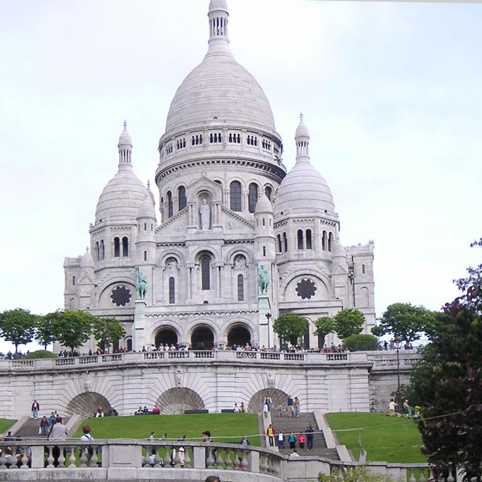 The Basilica of the Sacred Heart in Paris (Basilique du Sacre Coeur). One of the iconic buildings to see. Image by Velvet.