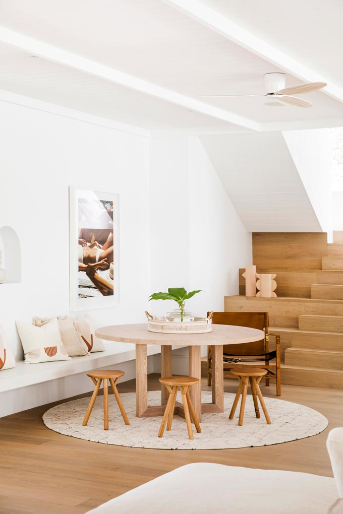 House Tour: A bright, perfectly styled dining vignette in a home with a Cycladic minimal vibe. Photo: Three Birds Renovations/Raja Homewares.
